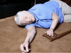 通州一老人被超市内纸箱绊倒摔伤,法院判决超市担责七成