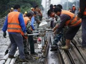 京哈铁路线通州段框构桥冒雨施工